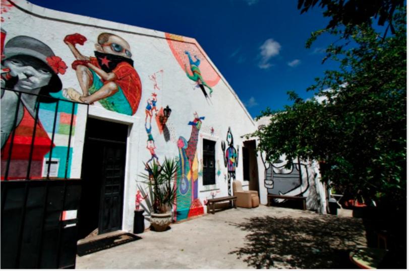 Reduto de artistas de rua há quatro anos, a Casa do Cachorro Preto é o quartel-general da Brigada da Hora. Foto: Reduto Blenda Souto Maior/DP