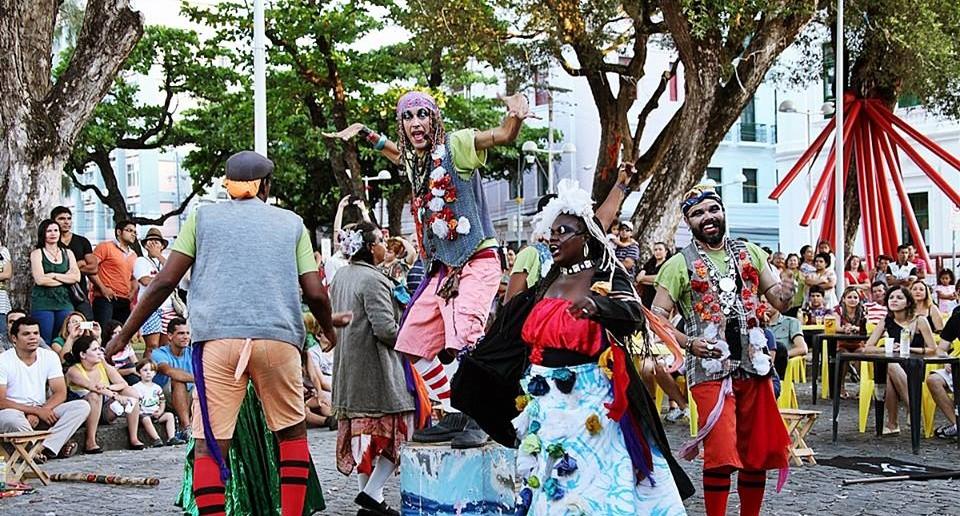 Apresentação do Grupo  de Teatro de Rua Loucos e Oprimidos da Maciel durante o 10º Festival de Teatro de Rua do Recife. Foto: Miguel Igreja
