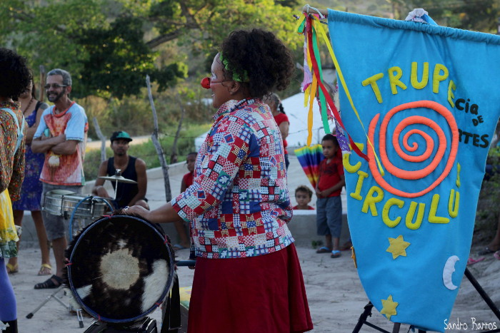 Apresentação da Trupe Circuluz durante o 6º Festival de Cultura Negra do Quilombo Sambaquim – Cupira – PE. Foto: Sandro Barros