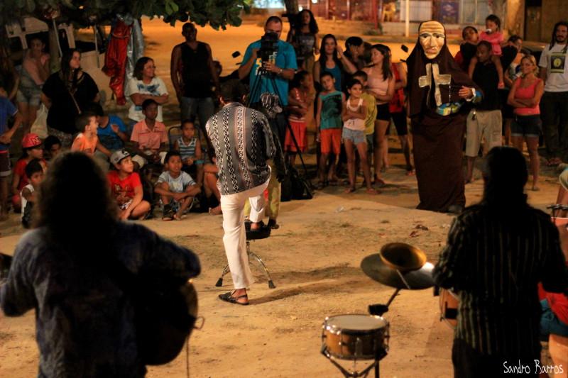 Circulação do Grupo Cafuringa, apresentação na praça da Paz, Cidade Tabajara, Olinda - PE. Foto: Sandro Barros