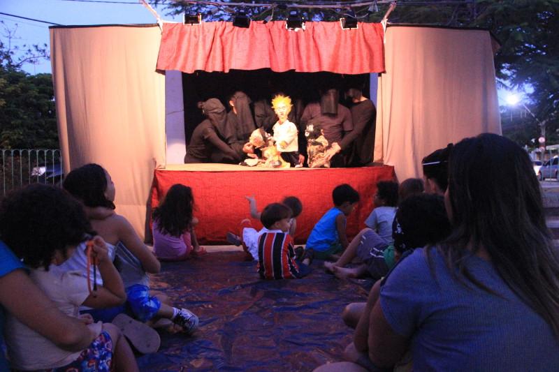 Apresentação do Espetáculo Valentin, em Jardim Atlântico, Olinda - PE. Foto: Sandro Barros