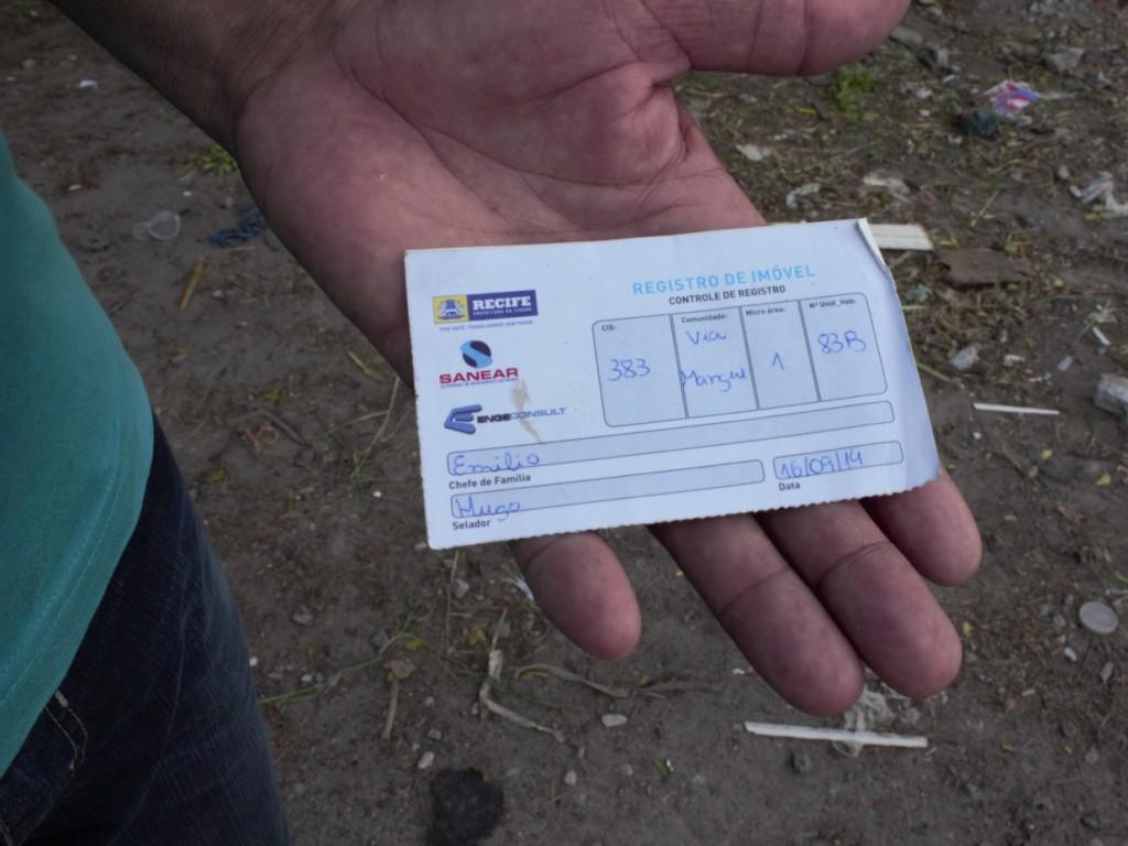 Registro da Sanear que os moradores da Via Mangue até 2014 receberam. Quem chegou depois da data, não tinha nenhum tipo de registro. Foto: Juliana Almeida