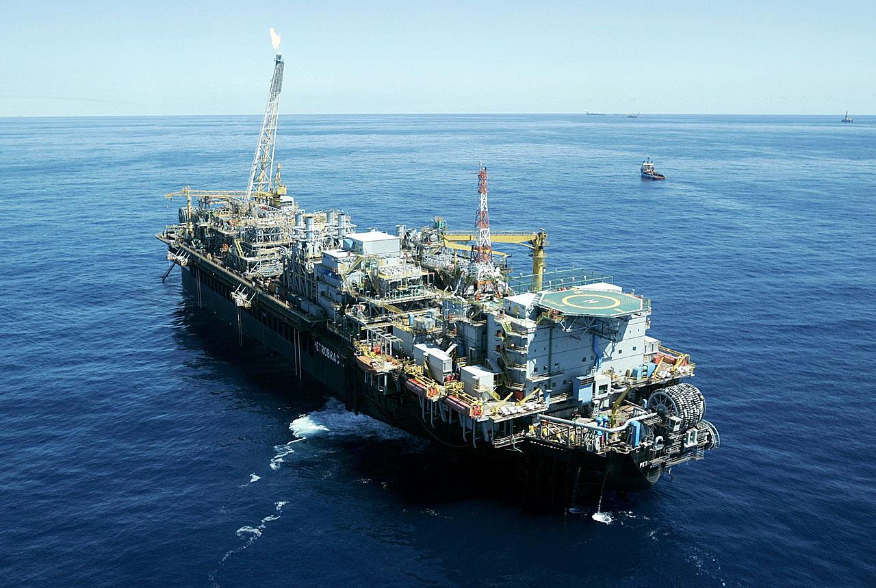 O fim da obrigatoriedade de a Petrobrás explorar 30% de todos os campos do pré-sal enfraquece a empresa e abre o mercado de petróleo nacional para uma atuação maior de empresas estrangeiras