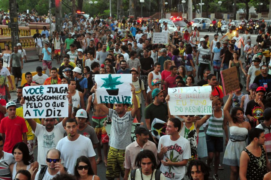Marcha da Maconha pelas ruas do Recife
