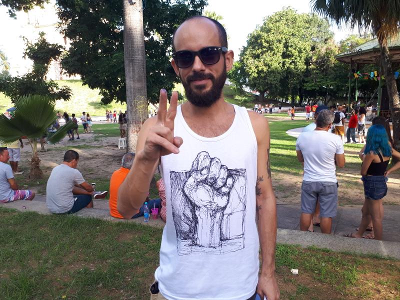 O produtor Léo Antunes se engajou na produção colaborativa do ato na praça do Carmo, em Olinda