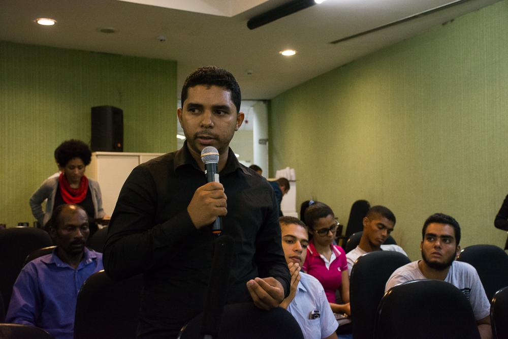"""Magno, do quilombo Ilha de Mercês, relata o impacto do Complexo Industrial de Suape sobre a comunidade: """"É um câncer""""."""