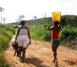 Em Alagoinhas, uma das comunidades rurais de Jeremoabo, a lata d´água ainda não desapareceu Fotos: Abílio de Jesus