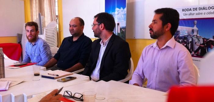 Na sede do Cendhec, Renan Castro, Ronaldo Coelho (Habitat para a Humanidade), Alexandre Pacheco e Natuch Lira explicam Ação Civil Pública contra o governo do estado