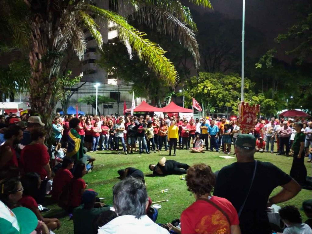 Vigília para acompanhar o julgamento do ex-presidente Lula, na praça Tiradentes, no Recife. Foto: Débora Britto/MZ Conteúdo