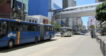 Corredor_exclusivo_de_ônibus_na_Avenida_Conde_da_Boa_Vista_-_Recife,_Pernambuco,_Brasil