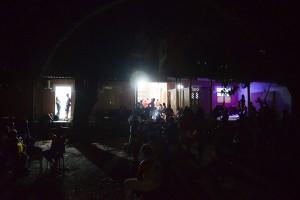 Trabalhadores das comunidades de Pocotó, Carolina de Jesus e Coque aguardando comando de saída. Foto: Inês Campelo/MZ Conteúdo