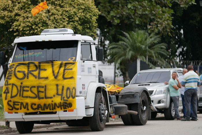 Resultado de imagem para greve dos caminhoneiros 2018