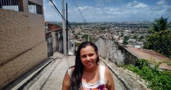 """""""Os bandidos estão aí armados, e a gente?"""", questiona Andréa Maria Lourenço, dona de casa"""