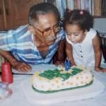Avô José Dias, ex-mecânico fabril, e sua neta Helena Dias