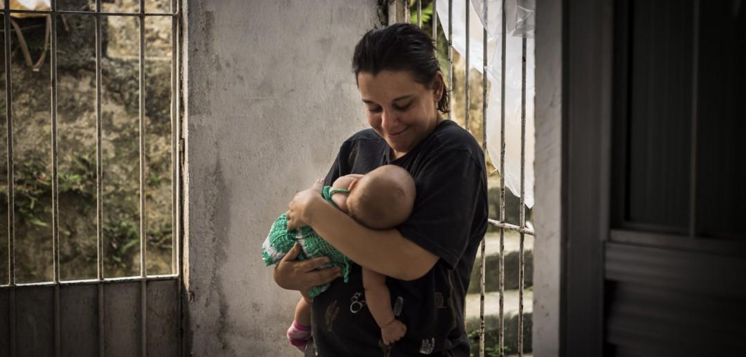 Hechtor com a filha. Foto: Inês Campelo/MZ Conteúdo