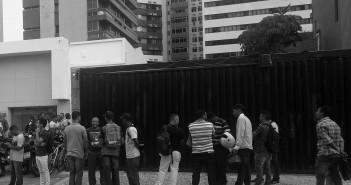 Desempregados fizeram fila para participar da seleção