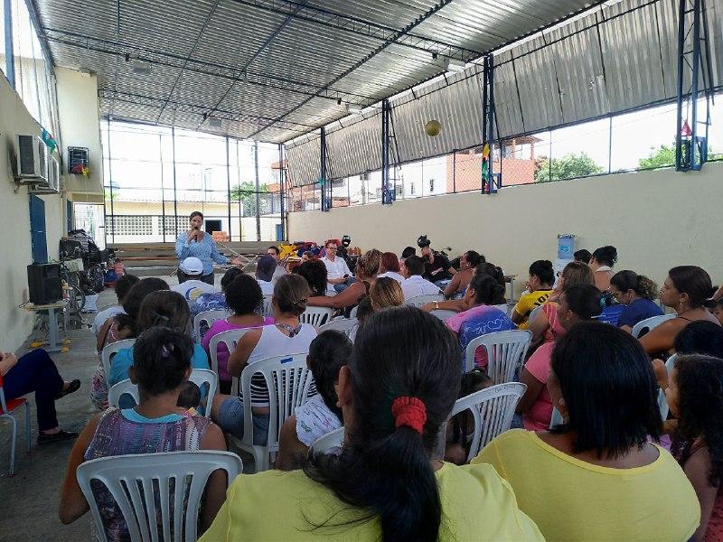 Comunidade escolar se reuniu nesta quinta (15) na escola Ebenézer Gueiros (foto: Raíssa Ebrahim/MZ)