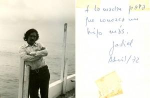 Foto do cabo Anselmo na orla de Olinda com recado para a sogra no verso