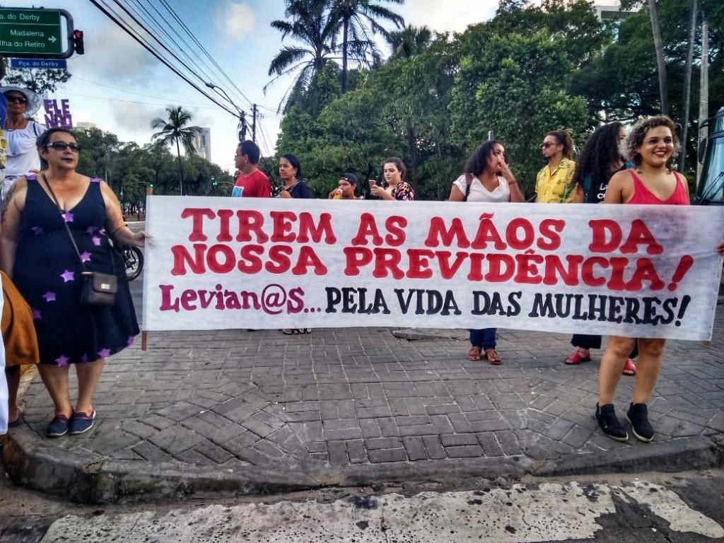 """Recife, 8 de março de 2019. No Recife, o mote que levará as mulheres às ruas no dia de hoje é """"Marielles: livres do machismo, do racismo e pela previdência pública"""", homenageando a vereadora do Rio de Janeiro, Marielle Franco (PSOL), assassinada"""