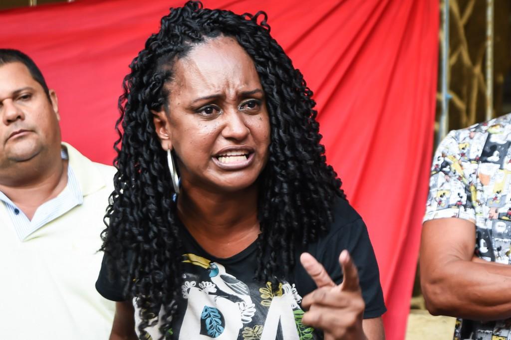 """Querem tirar as pessoas das suas casas para colocar em um abrigo, como se fosse um mendigo"""", reclamou Jeane Silva (Crédito: Inês Campelo/MZ Conteúdo)"""