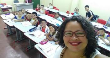 Aline ensina em uma escola da rede pública do Recife
