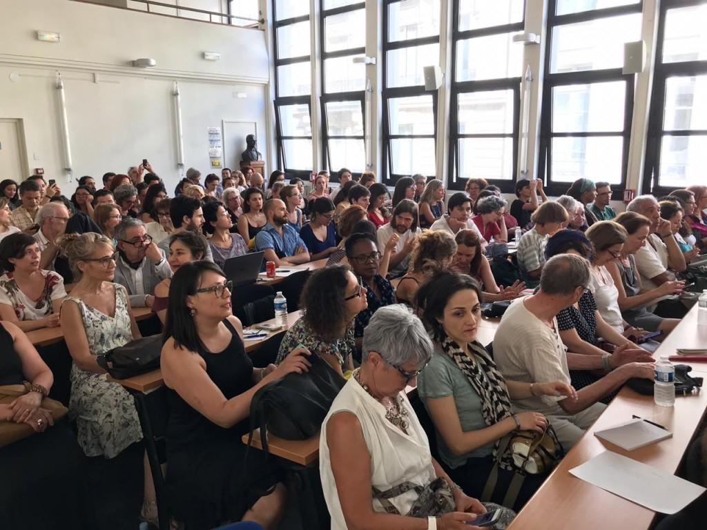 Brasileiros e franceses lotaram sala para ouvir o sociólogo Jessé Souza em Paris