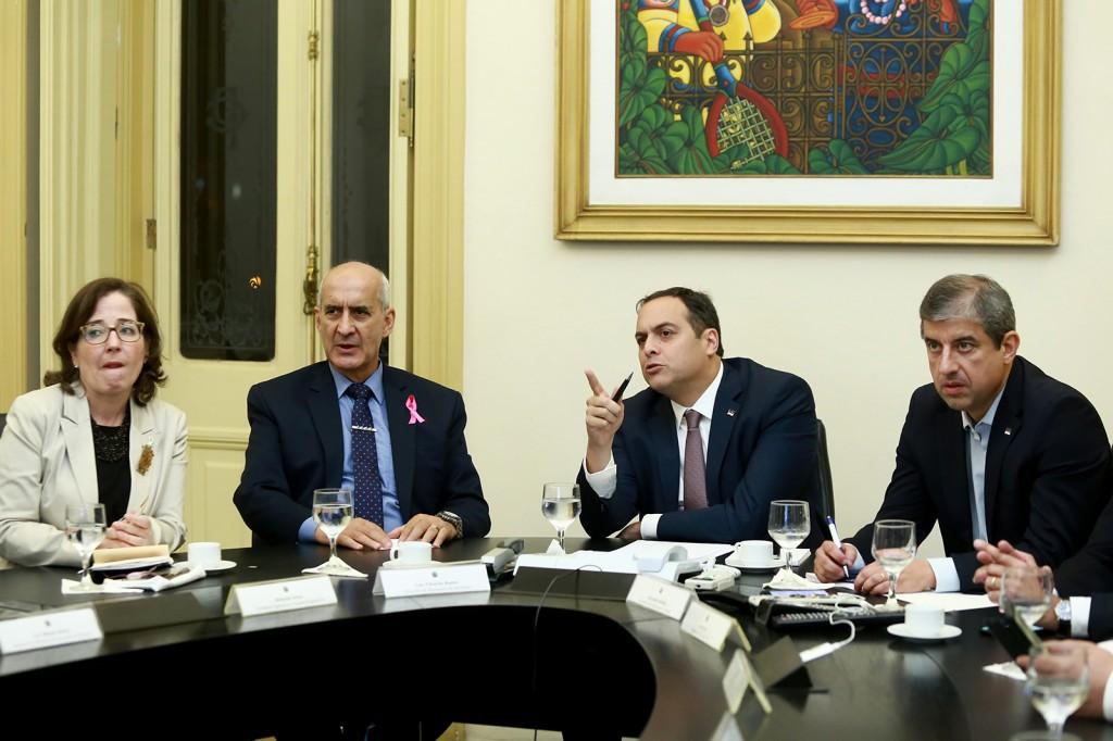 Última agenda da visita do ministro a Pernambuco foi com o governador Paulo Câmara (Crédito: Hélia Scheppa/SEI)
