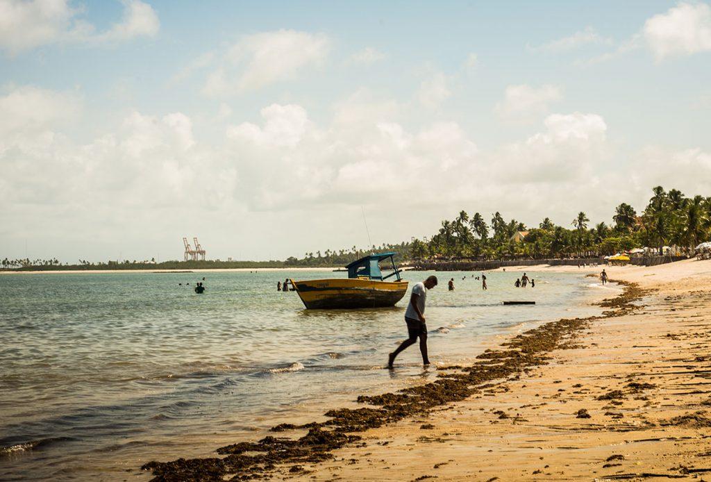 Pescadores prejudicados pelo óleo ainda esperam benefícios do governo