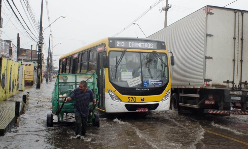Chuvas trazem de volta a leptospirose, endemia que se junta à pandemia