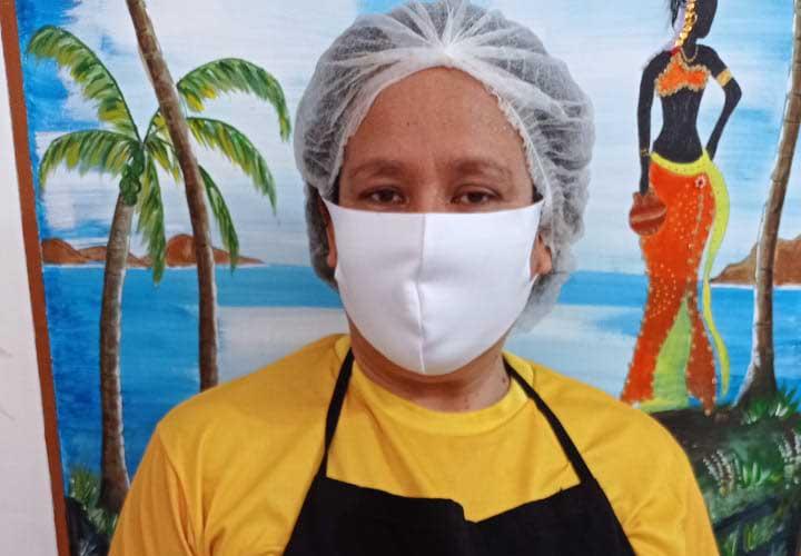 Detzineh Guevara Hernandez é uma venezuelana que apostou nas receitas para recomeçar a vida no Recife durante a pandemia de covid-19