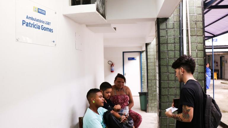 Cartilha reúne informações sobre direitos e serviços de saúde à população LGBTQIA+