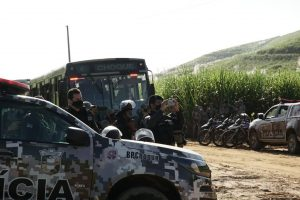 PM despeja 200 famílias de agricultores sem-terra em Amaraji_ (9)