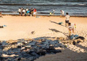 Petróleo na praia de Itapoama
