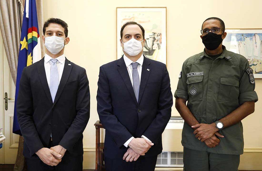 Governador Paulo Camara recebe o Coronel Roberto Santana novo comandante da PM05_