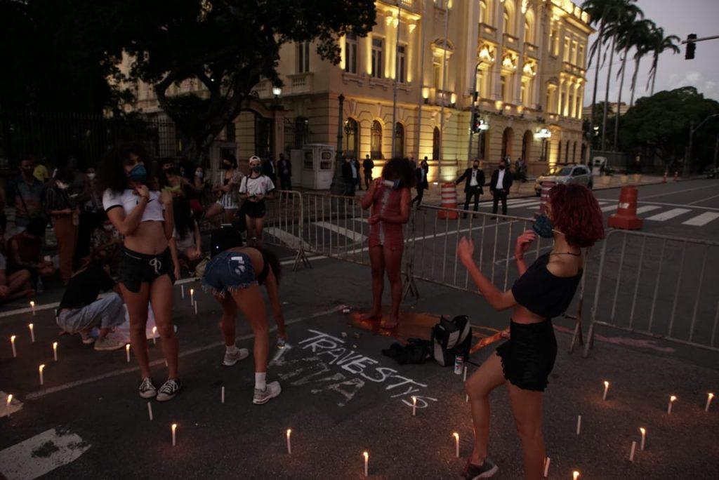 Dia Internacional do Orgulho LGBTQIA+ é marcado por protesto