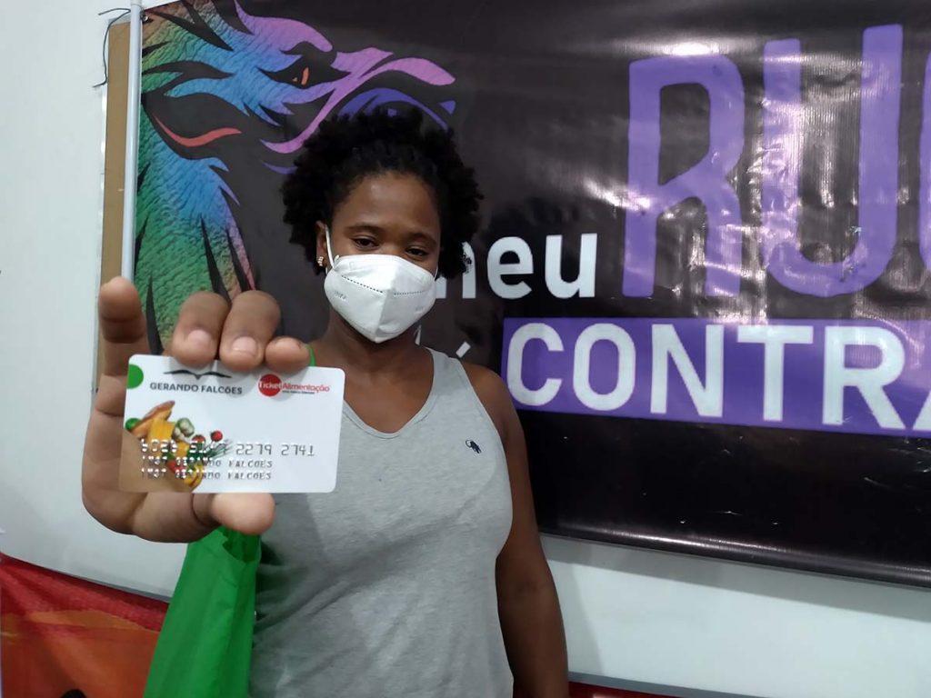 Priscila Araújo mulher lésbica se prepara para morar em uma ocupação pois pagar o aluguel se tornou insustentável