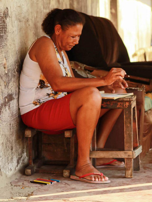 Ivonete: a mulher que copia livros